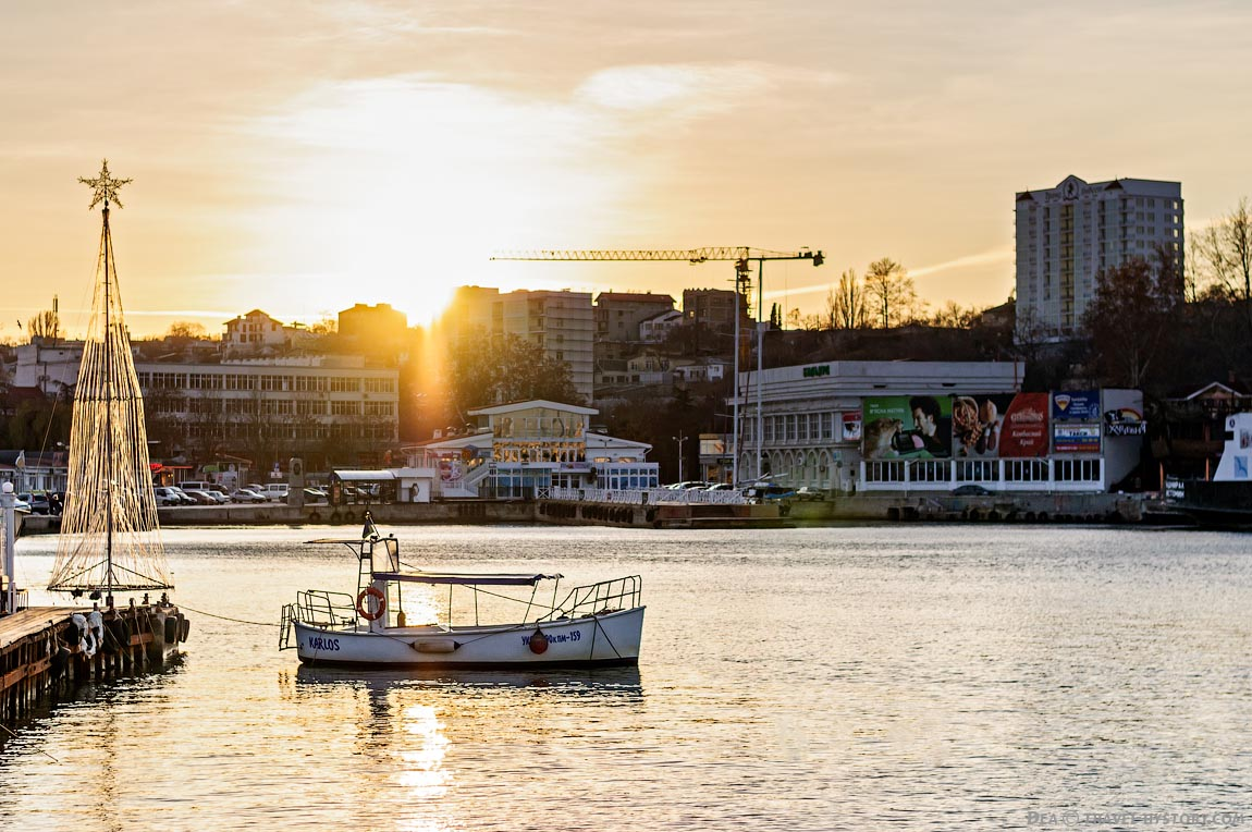 Набережная Севастополя. Заходящее солнце