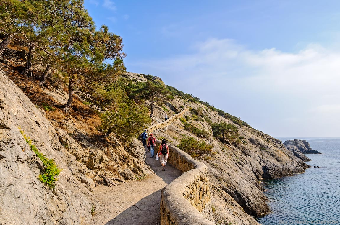 Экскурсии по Крыму. Сквозной грот на мысе Капчик