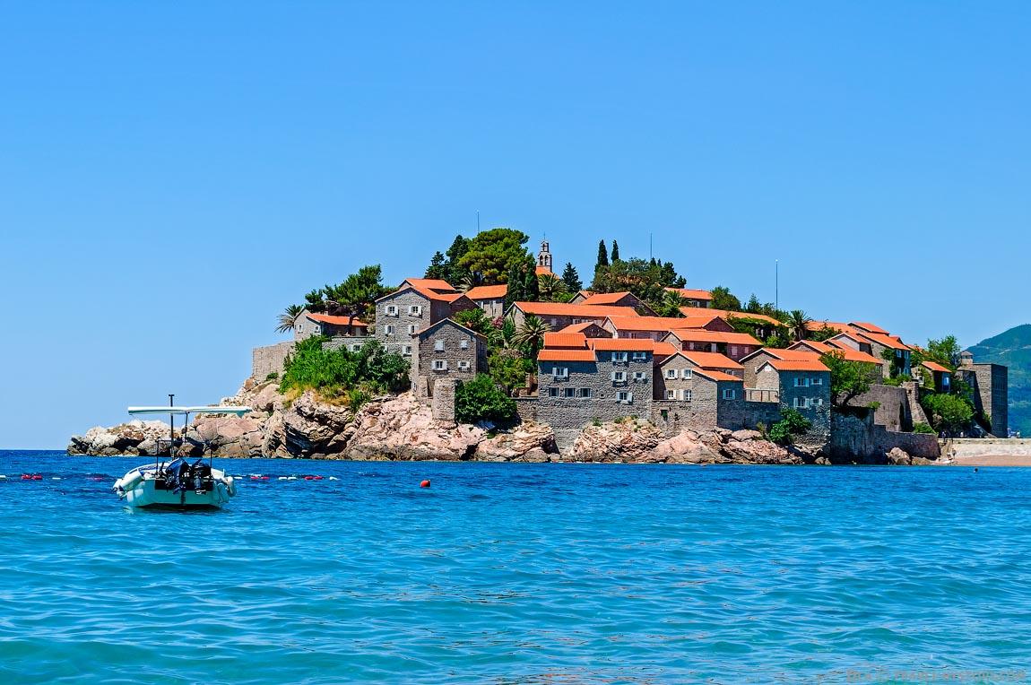 Отдых в Черногории. Свети Стефан с моря