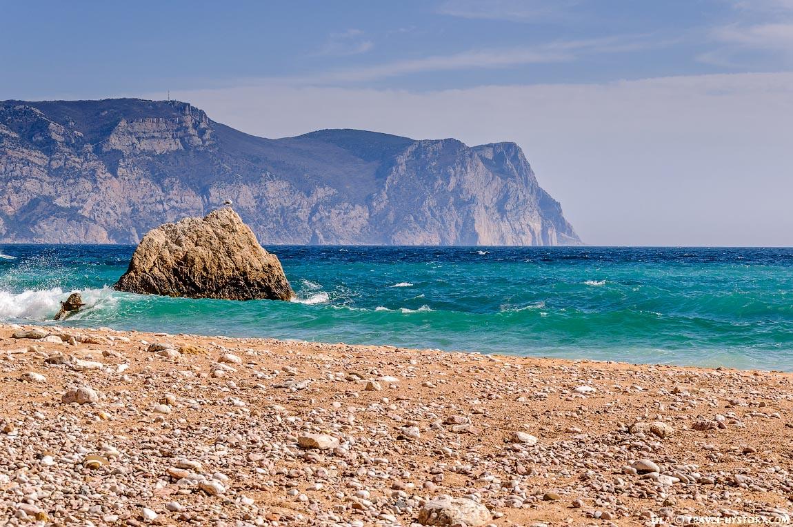Балаклава. Скалы в море