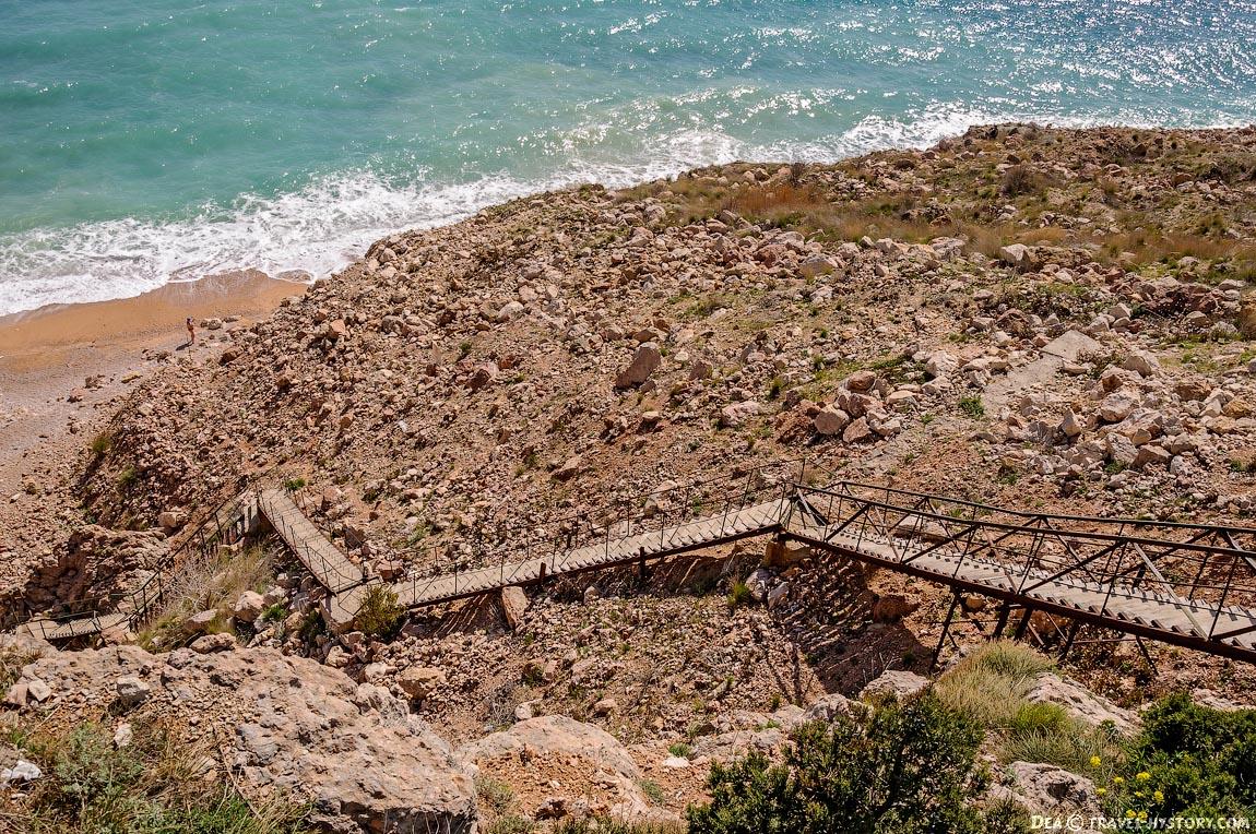 """Лестница на пляж """"Васили"""""""