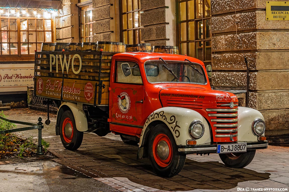 Ретро-автомобили в Кракове. Баркас V901
