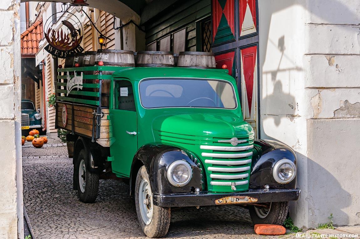 Ретро-автомобили в Варшаве. Баркас V901