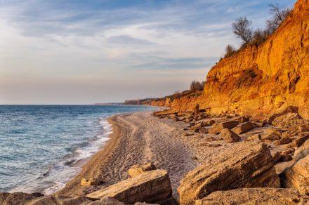 Каменные обитатели пляжа «Любимовка»