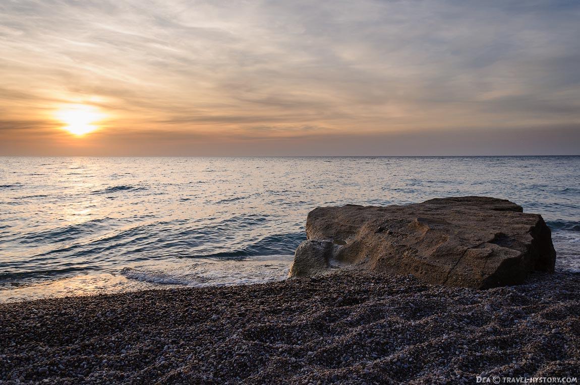 Закат на пляже Любимовка