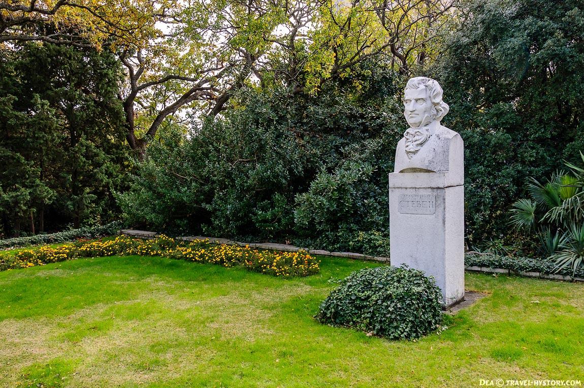 Памятник Христиану Стевену