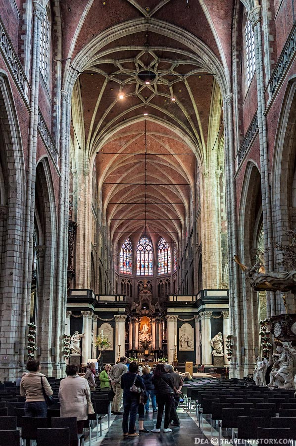 Внутри собора Святого Бавона