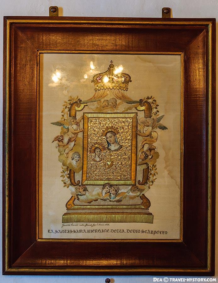 Церковныц музей. Икона, вышитая волосами и золотыми нитками
