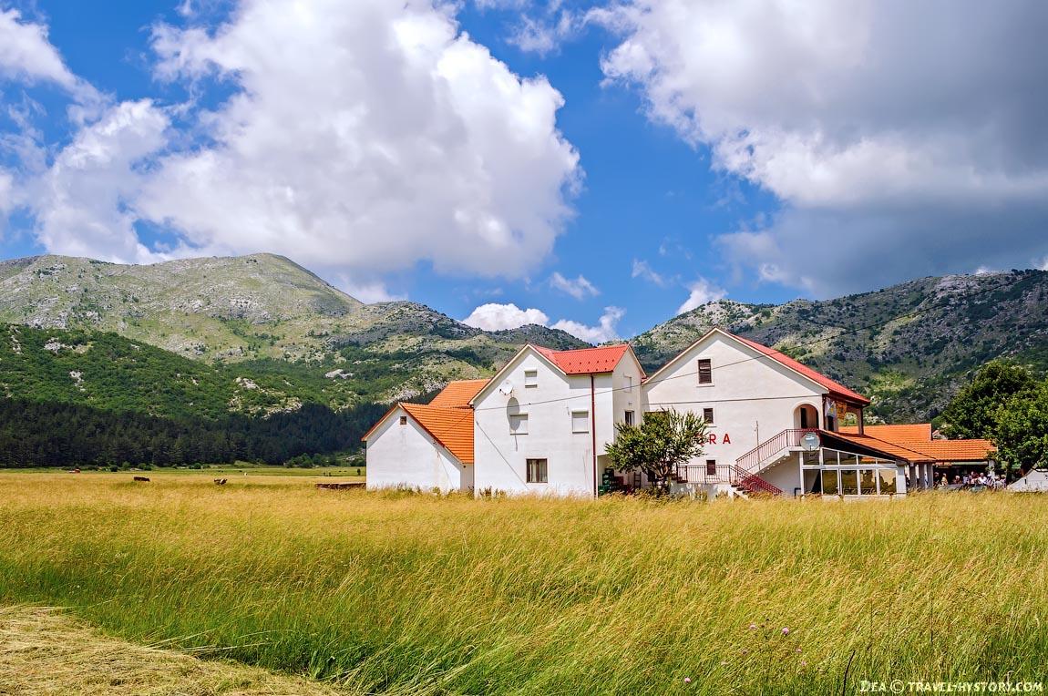 Черногория. Ресторан в деревне Негуши