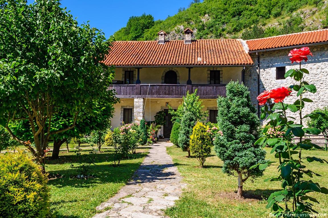 Отдых в Черногории. Монастырь Морача