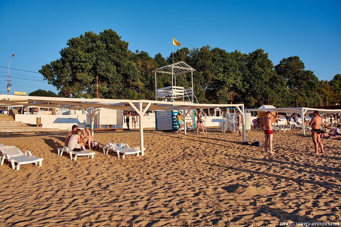 """Пляж """"Учкуевка"""" - самый популярный пляж Севастополя"""