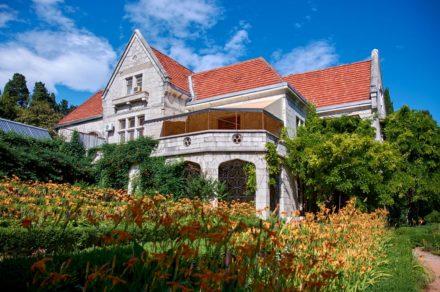 Дворцы Крыма. Вилла Харакс – шотландский замок в Гаспре