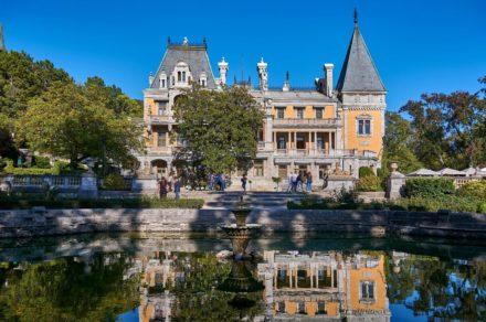 Массандровский дворец Александра III — рыцарский замок в Крыму