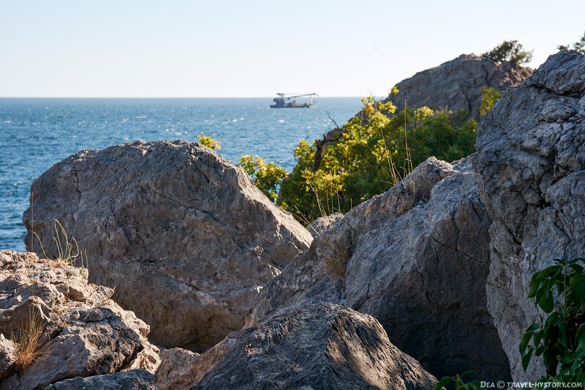 """Пляж базы отдыха """"Батилиман"""" в бухте Ласпи"""