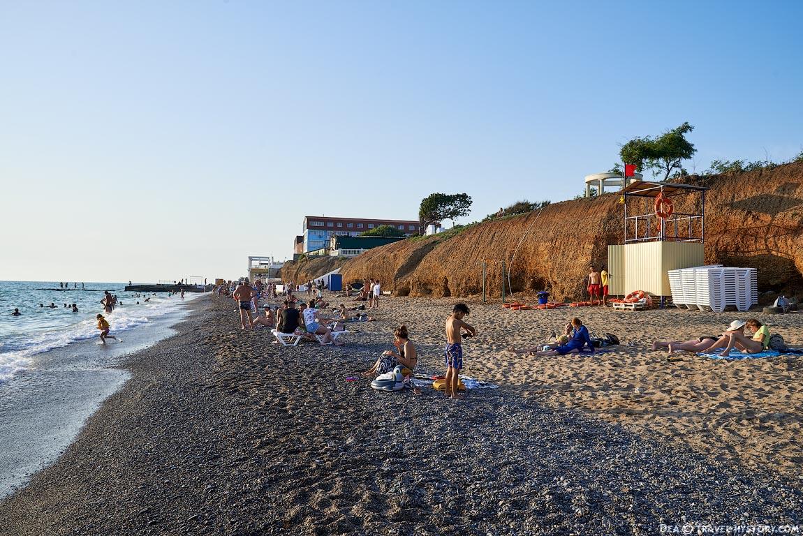 Пляж в поселке Николаевка в Крыму